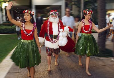 santa arrives in honolulu